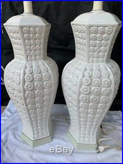 Pair Of 2 Palm Beach Hollywood Regency White Daisies Embossed Table Lamps